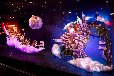 Christmas-Store-Window-Display-02