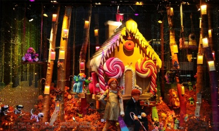 Christmas-Store-Window-Display-05