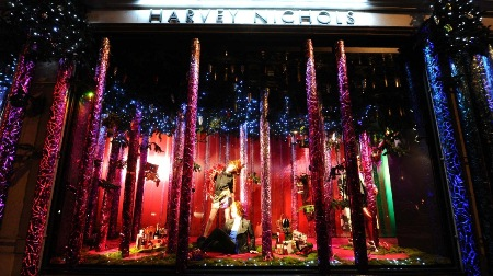 Christmas-Store-Window-Display-06
