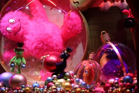 Christmas-Store-Window-Display-07