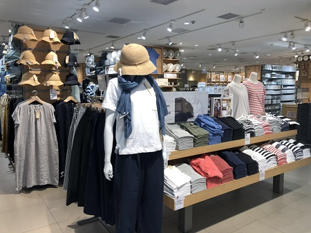 11974a828 The H&M in The Place Mall in Beijing does this by placing shirts and shorts  next to each other when they are designed to be worn together so shoppers  can ...